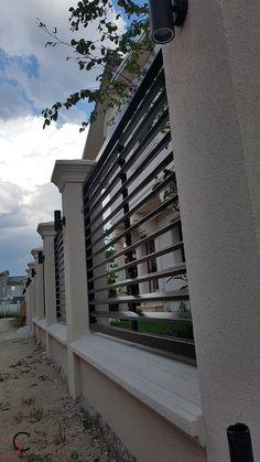 House Fence Design, Exterior Wall Design, Modern Fence Design, Door Gate Design, Wall Railing, Balcony Railing Design, African Hut, Boundary Walls, Fence Art