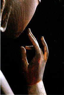 日本國雕刻類第一號國寶: 彌勒菩薩半迦思惟像 手部特寫