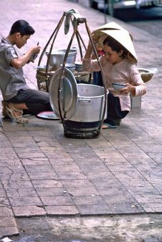 Those days, there are many shoulder poles and rolling metal cart that sold Saigon street food getting around Saigon streets all day. The Saigon people are> Visit Vietnam, Vietnam Tours, South Vietnam, Vietnam Travel, Vietnam War, Indochine, Ho Chi Minh City, Historical Pictures, Color Of Life