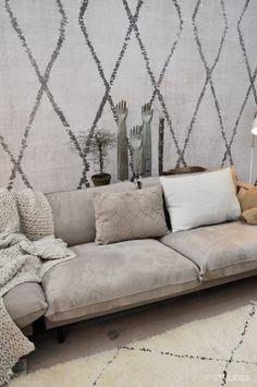 vt wonen en design beurs 2017 | vt wonen huis | Fotografie: STIJLIDEE Interieuradvies en Styling via www.stijlidee.nl Decor, Living Room, Room, Interior, Home, Funky Decor, New Homes, Couch, Funky Home Decor