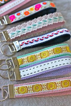 Ooooooo, tutorial for making wristlet key fob Love it!  I'm sure you could adjust instructions to make it a clip instead.