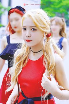 Red Velvet's Yeri has explained that after both she and Seulgi were involved in a car accident in October she has been facing some las. Seulgi, Park Sooyoung, Kpop Girl Groups, Kpop Girls, Korean Celebrity News, Irene, Korean Girl, Asian Girl, Rapper