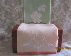Vintage 1950s Linen Guest Towels Soft Shabby Chic Pair $12. by angelinabella@Etsy
