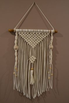 Macrame wall hanging Give a Bohemian look to your home with macrame creations. Fallen into disrepair, macrame reborn from the ashes with the Bohemian trend This Panel measures 45 cm high and 32 cm wide rope cotton Ivory Mounted on bamboo from our garden Macrame Plant Hanger Patterns, Macrame Wall Hanging Patterns, Macrame Patterns, Woven Wall Hanging, Macrame Projects, Yarn Projects, Macrame Design, Art Mural, Macrame Knots