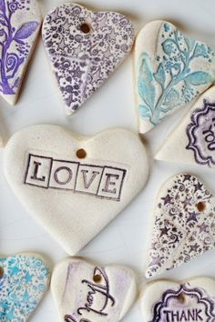 These fancy schmancy salt dough tags will add pizazz to your DIY wedding favors. They're fun and easy to make too! If you have stamps with individual letters, you could also use these as name cards. Here is what you need to make these salt dough tag… Crafts To Do, Clay Crafts, Crafts For Kids, Arts And Crafts, Salt Dough Crafts, Salt Dough Ornaments, Clay Ornaments, Ornaments Ideas, Ideias Diy