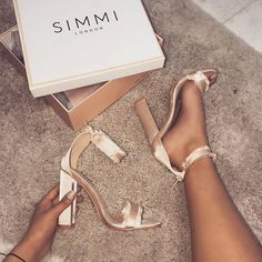 Pin by Frauen Schuhe on high heels in 2020 Fancy Shoes, Me Too Shoes, Prom Heels, Shoes Heels, Gold Prom Shoes, Gucci Shoes, Simmi Shoes, Cute Heels, Leather Wedge Sandals