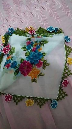 This post was discovered by hü Crochet Designs, Crochet Patterns, Crochet Flowers, Hue, Diy And Crafts, Quilts, Embroidery, Sewing, Knitting