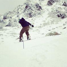 @damienking87 getting some air in the #snowpark. #lesarcs #snowboarding