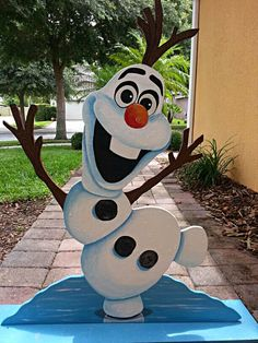 Olaf Frozen Party - Birthday Decor - Handmade from thick Wood &Hand… Christmas Yard Art, Frozen Christmas, Christmas Yard Decorations, Christmas Wood, Disney Christmas, Outdoor Christmas, Christmas Projects, Birthday Decorations, Olaf Birthday Party