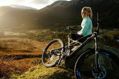 How To Choose The Proper Bicycle Hannah Barnes, Montain Bike, Chicks On Bikes, Mountain Bike Accessories, Downhill Bike, Cycling Girls, Cycling Outfit, Cycling Clothes, Bicycle Girl