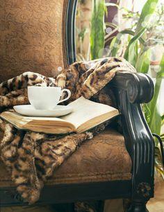 Ce poate fi mai potrivit pe o vreme ca aceasta daca nu o cescuta de Ceai care sa ne incalzeasca si o carte buna...  Http://livadacuceai.ro/crema-caramel-q-105-572