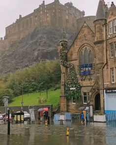 tourist attractions around the world tourist attractions travel quotes Beautiful Places To Travel, Cool Places To Visit, Wonderful Places, Places To Go, Beautiful Castles, Beautiful World, Scotland Tourist Attractions, Edinburgh Castle, Castle Scotland