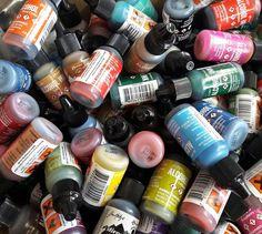 Není nad kvalitní zásobu alkoholových inkoustů Adirondack. Drink Bottles, Drinks, Alcohol, Drinking, Beverages, Drink, Beverage