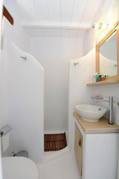Rustic Bathroom Designs, Bathroom Interior Design, Beton Design, Tadelakt, Solar House, Earth Homes, Shower Remodel, Paros, Cabinet Design