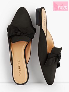 Edison Kid Suede Bow Mules You Must Try - Shoes Collection 2020 (Latest Bow Shoes Collection That You Love To Wear Everyday) Mules Shoes Flat, Wedge Shoes, Shoes Sandals, Shoes Sneakers, Mule Plate, Studded Heels, Womens Flats, Womens Shoes Wedges, Shoe Collection