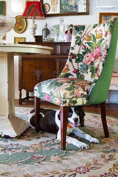 Hollie Wood's Lowcountry Antiquarian Glam House Tour-like the chair. Chintz Fabric, Chair Fabric, Traditional Interior, Modern Traditional, Glam House, Floral Chair, Deco Boheme, Upholstered Furniture, Home Living