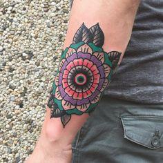 Use color today at @amsterdam_tattoo_convention  #amsterdam#amsterdamtattoo #amsterdamtattooconvention #mandala#geometric#geometricflower#colorfull #fullcolour#brightcolors #bydgoszcz#tatuaż#purple#pink#green