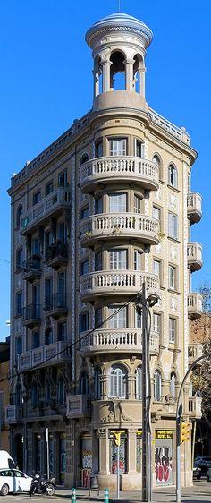 Casa Antònia Serra i Mas 1926 Architect: Ramon Puig i Gairalt Barcelona Architecture, Art Nouveau Architecture, Balconies, Wanderlust Travel, Castles, Places To Travel, Embellishments, Buildings, Landscapes