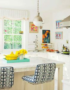 love the bright colors & artwork in this kitchen!