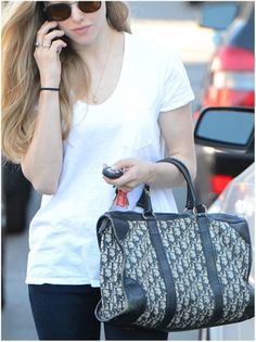 Amanda Seyfried. Love her outfit and her hair