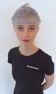 LOVE this cut & color. Thanks @Joy Plaskov Remines for sharing #fringe #hairbrained @Joy Plaskov Remines.me