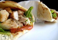 Hordozható ebédek egészségesen | NOSALTY Quesadilla, Tacos, Healthy Recipes, Healthy Meals, Food And Drink, Mexican, Chicken, Ethnic Recipes, Bulgur