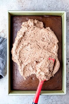 Chocolate buttercream frosting made with melted chocolate! This light and fluffy chocolate frosting takes just minutes to make. Chocolate Frosting Recipes, Chocolate Buttercream Frosting, Chocolate Fudge Cake, Like Chocolate, How To Make Chocolate, Chocolate Flavors, Melting Chocolate, Icing, Fluffy Frosting