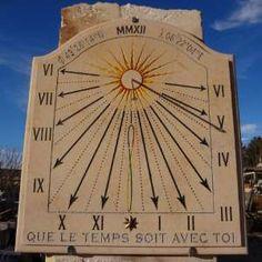Cadran solaire vertical Salernes 83.  pierres-rosette.fr