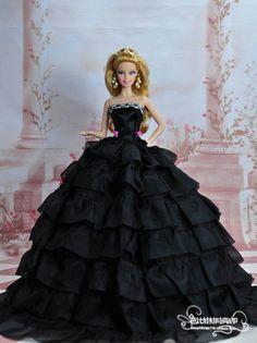 Barbie ~ Fashion Чёрное бальное платье создаёт образ роковой красавицы