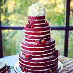 Who needs frosting when you already look this damn fine? | Community Post: 17 Wedding Cakes That Got Completely ~Naked~