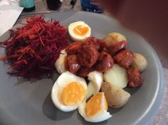 A tasty and warming gluten and dairy free lunch. Semi-hard boiled (warm) eggs, with warm chorizo and boiled new potatoes. Plus grated beetroot and carrot. Hard Boiled, Beetroot, Dairy Free Recipes, Chorizo, Free Food, Carrots, Gluten, Eggs, Potatoes