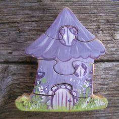 Puzzle feérique en bois : petite maison violette, imaginaire  en bois d'aulne