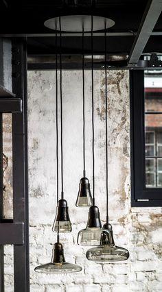 atelier-a:  brokis hat die neue leuchten-serie shadows auf den markt gebracht. die leuchten erinnern an typische französische atelier-leucht...