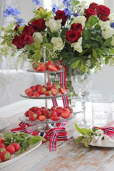 Vi pynter til 17 mai ! 4th Of July Decorations, Christmas Decorations, Table Decorations, Vibeke Design, Holiday Photography, Celebrate Good Times, Aesthetic Room Decor, Party Entertainment, Activities To Do