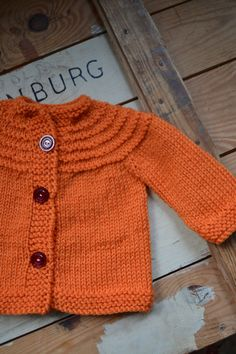 Sticka 6 v rm och maska av alla m utom den sista. Knitting For Kids, Baby Knitting Patterns, Free Knitting, Crochet Needles, Knit Crochet, Baby Barn, Romper Pattern, Knitted Dolls, Baby Sweaters