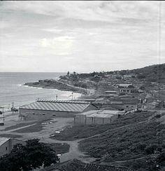 Antiguas viviendas de una zona muy reconocida de nuestra Guaira (El Cardonal), a orillas de nuestras costas. Circa 1930-1939.  Colección del fotógrafo alemán, Hanns Tschira.