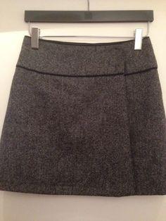 Jupe copiée sur un modèle H&M. Tissu pur laine acheté à Budapest - Hongrie. Jupe portefeuille, doublée