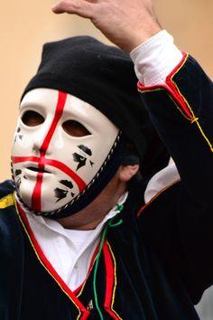 Sulla maschera,durante la Sartiglia di Oristano.