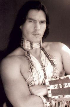 David Paul Midthunder- David is from Fort Peck Indian Reservation Montana enrolled Tribal Member. He´s Hunkpapa Lakota, Hudeshabina Nakoda & Sissiton Dakota. He is a very impressive actor and has been involved in many film productions and series such as Comanche Moon ( as Famous shoes ) and Into the West ( White Crow ).