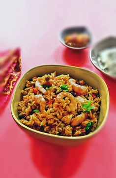Slow Cooker Sunday Curry Prawn Pilau - A gorgeous curry, slow and low is definitely the way to go! Prawn Recipes, Curry Recipes, Fish Recipes, Seafood Recipes, Indian Food Recipes, Uk Recipes, Vegetarian Recipes, Ethnic Recipes, Slow Cooker Recipes