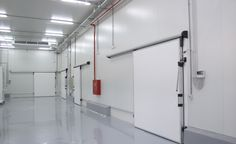 Know About the Components Of A Cold Room Roll Up Doors, High Speed, Building Design, Freezer, Track Lighting, Rooms, Ceiling Lights, Cold, Business