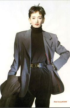 Style Like Her:以資生堂模特兒出道,細看甲田益也子的80年代 ... Manish Fashion, 80s Fashion, Love Fashion, Girl Fashion, Vintage Fashion, Runway Fashion, Fashion Outfits, Womens Fashion, Fashion Design
