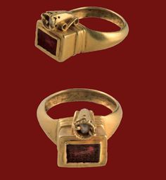 Gold Ring with Double-Bezel Set with Garnet and  Pearl  Byzantine, early 6th century