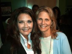 Wonder Woman (Lynda Carter) and The Bionic Woman (Lindsay Wagner)...be still my childhood heart! Two of my idols!