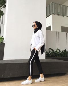 College Hijab Style That Fashion Girls Need To Try Modern Hijab Fashion, Street Hijab Fashion, Hijab Fashion Inspiration, Bali Fashion, Muslim Fashion, Korean Fashion, Girl Fashion, Fashion Outfits, Stylish Hijab