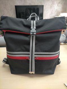 Sac à dos Troïka en toile noire et zips rouges cousu par Emeline - Patron Sacôtin