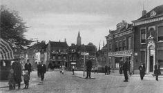 De Koemarkt ter hoogte van de Hoogstraat,  in de verte Café de Unie