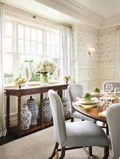 Chinoiserie Jars Dining Room Inspiration Featuring Round Dining Tables  Laurel Bern Interior Design By Alexa Hampton