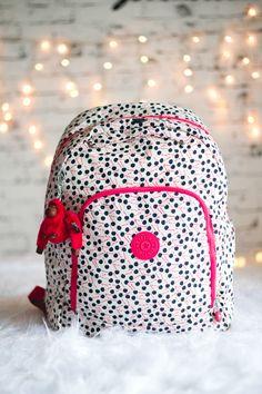 Mochila Cherry Stripe http://blog.kipling.com.br/blog/correspondente-kipling/volta-as-aulas-com-cherry-stripe-e-blue-white-tone/  Melina Souza - Serendipity - Koipling Br  <3