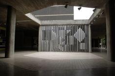 Corredor de acceso. Sala de conciertos de la Universidad Central de Venezuela. Arq. Carlos Raúl Villanueva. 1952-1953. Mural Negativo Positivo Victor Vasarely, 1959